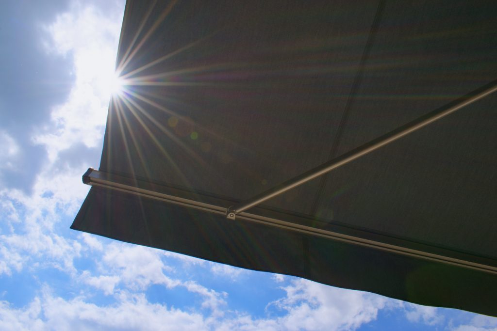 Sunprotecting awning from fabric material